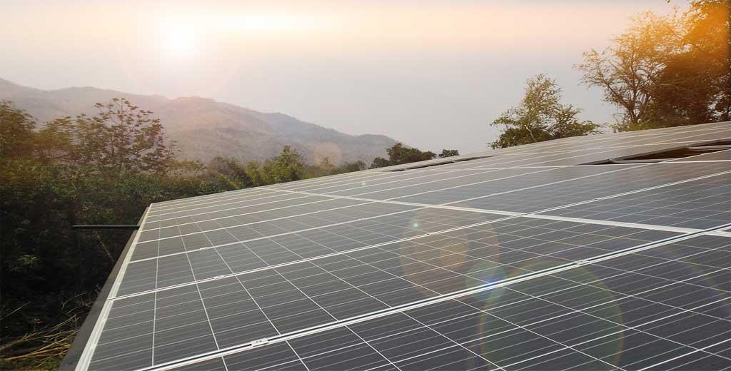 ระบบพลังงานแสงอาทิตย์แบบต่อเชื่อมการไฟฟ้า ใช้แผงโซล่าเซล Schutten Solar อินเวอร์เตอร์ SMA ติดตั้งบนหลังคาอาคารโรงเรียนหมู่บ้านเด็ก