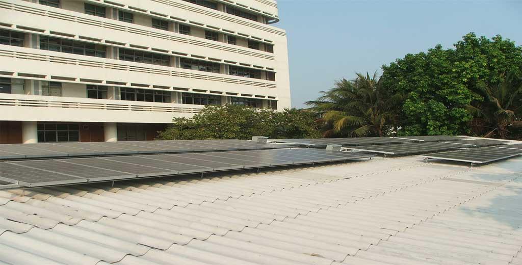 ระบบ Solarcell แบบ Ongrid ใช้แผงโซล่าเซลแบบ โพลี SHARP ขนาด 121วัตต์ กริดอินเวอร์เตอร์ ABB ติดตั้งบนหลังคาอาคาร