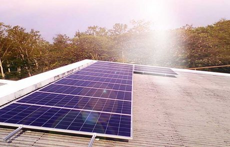ระบบ Solarcell gridtie ติดตั้งบนหลังคาอาคาร เพื่อประหยัดไฟฟ้า