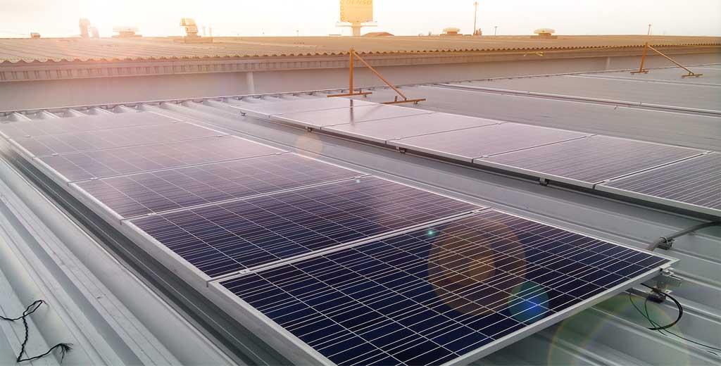 ระบบ Solarcell แบบเชื่อมต่อสายส่งการไฟฟ้า ติดตั้งบนหลังคาอาคาร